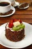 Fruchtkuchen mit Kiwi und Erdbeere Stockfoto