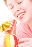 Fruchtmischung coctail der jungen Frau trinkendes Stockbild