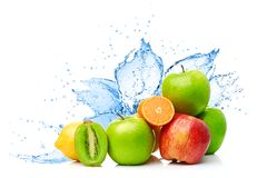 Fruchtmischung im Wasserspritzen Lizenzfreies Stockfoto