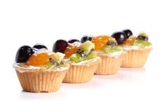 Fruchtnachtische auf weißem Hintergrund Stockfoto