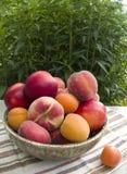 Fruchtpfirsiche lizenzfreie stockbilder