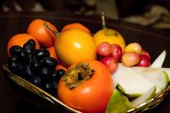Fruchtplatte, Kirschen, Apple, Birne Stockfotografie