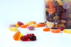 Fruchtsüßigkeit und -Glasgefäß Lizenzfreies Stockfoto