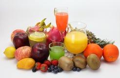 Fruchtsaft und Frucht Lizenzfreie Stockfotos