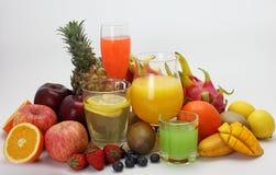 Fruchtsaft und Frucht Stockbild