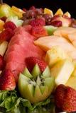 Fruchtsalat-Mehrlagenplatte lizenzfreies stockfoto