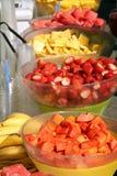 Fruchtsalat-Tabelle lizenzfreies stockbild