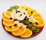 Fruchtservierplatte auf einer Platte lizenzfreies stockbild