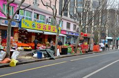 Fruchtshop und Straßenbild Shanghai, China Lizenzfreies Stockbild