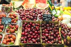 Fruchtstand in La Boqueria-Markt, Barcelona Lizenzfreie Stockfotos