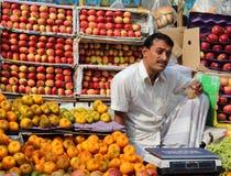 Fruchtverkäufer Stockfoto