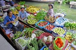 Fruchtverkäufer an Khlong-Lat Mayom, Bangkok stockbild