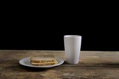 frugal gammal tabell för frukost arkivfoto