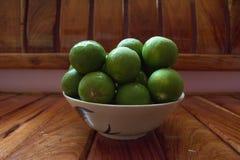 Fruit, ananas, pomme, citron, avec frais de la ferme Image libre de droits