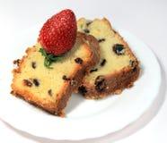 Fruit-cake con las fresas Fotografía de archivo