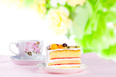Fruit cake with a cup of coffee Royalty Free Stock Images