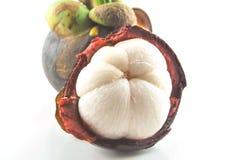 Fruit courant de mangoustans de photo sur le fond blanc Photographie stock libre de droits