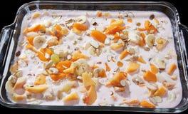 Fruit délicieux et dessert à la crème aromatisé par Rose photographie stock libre de droits