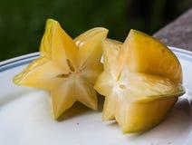 Fruit d'étoile sur la table Photos libres de droits