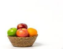 Fruit dans un panier Photographie stock