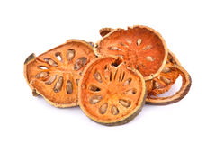 Fruit de Bael sec et x28 ; Marmelos& x29 d'Aegle ; d'isolement sur le fond blanc image stock