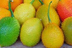 Fruit de Gac sur vieil en bois photo stock