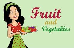 Fruit de légumes de femme de beauté Photographie stock libre de droits