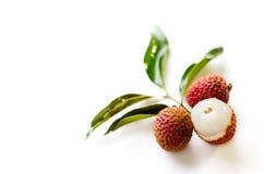 Fruit de litchi sur le fond blanc Photographie stock libre de droits