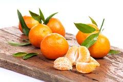 Fruit de mandarine ou de mandarine d'isolement sur le coupe-circuit blanc de fond Images libres de droits