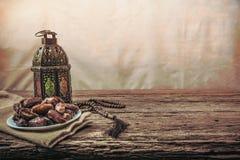 Fruit de palmier dattier ou kurma, nourriture de Ramadan, style de vintage d'image image libre de droits