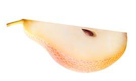 Fruit de poire coupé en tranches d'isolement sur le fond blanc Images stock