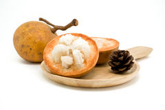 Fruit de Santol d'isolement sur le fond blanc photo libre de droits