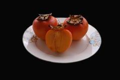 Fruit de Sharon kaki Fruit de kaki d'un plat Images libres de droits