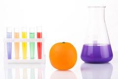 Fruit dichte chemische reageerbuizen genetisch Stock Afbeeldingen