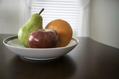 Fruit drie in een kom stock foto's
