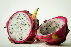 Fruit du dragon entier et demi frais Image libre de droits
