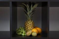 Fruit in een doos Stock Foto's