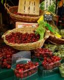 Fruit en Groenten bij Openluchtmarkt royalty-vrije stock afbeeldingen