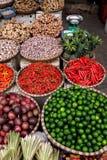 Fruit en groenten voor verkoop Royalty-vrije Stock Foto's