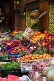 Fruit en plantaardige tribune Royalty-vrije Stock Afbeeldingen