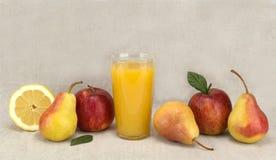 Fruit en sap gezond voedsel Stock Afbeeldingen