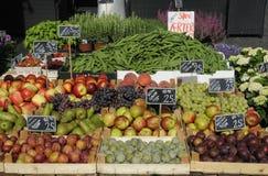FRUIT EN VEGE VANDOR Royalty-vrije Stock Foto's