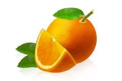 Fruit entier et tranches oranges d'isolement sur le fond blanc Images libres de droits