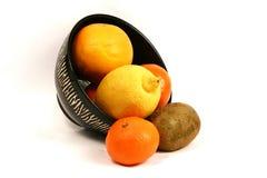 Fruit et cuvette africaine de thème Image libre de droits