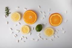 Fruit exotique avec la médecine image stock
