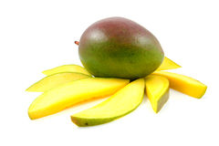 Fruit frais de mangue avec des parts photographie stock