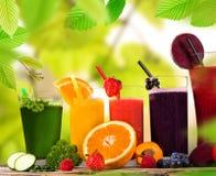 Fruit frais de préparation de jus Photographie stock