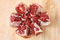 Fruit frais Petits grains Grenat rouge mûr Images libres de droits