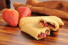 Fruit gevulde voedingsbars stock foto's