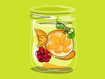 Fruit infusé de l'eau dans un pot Images libres de droits